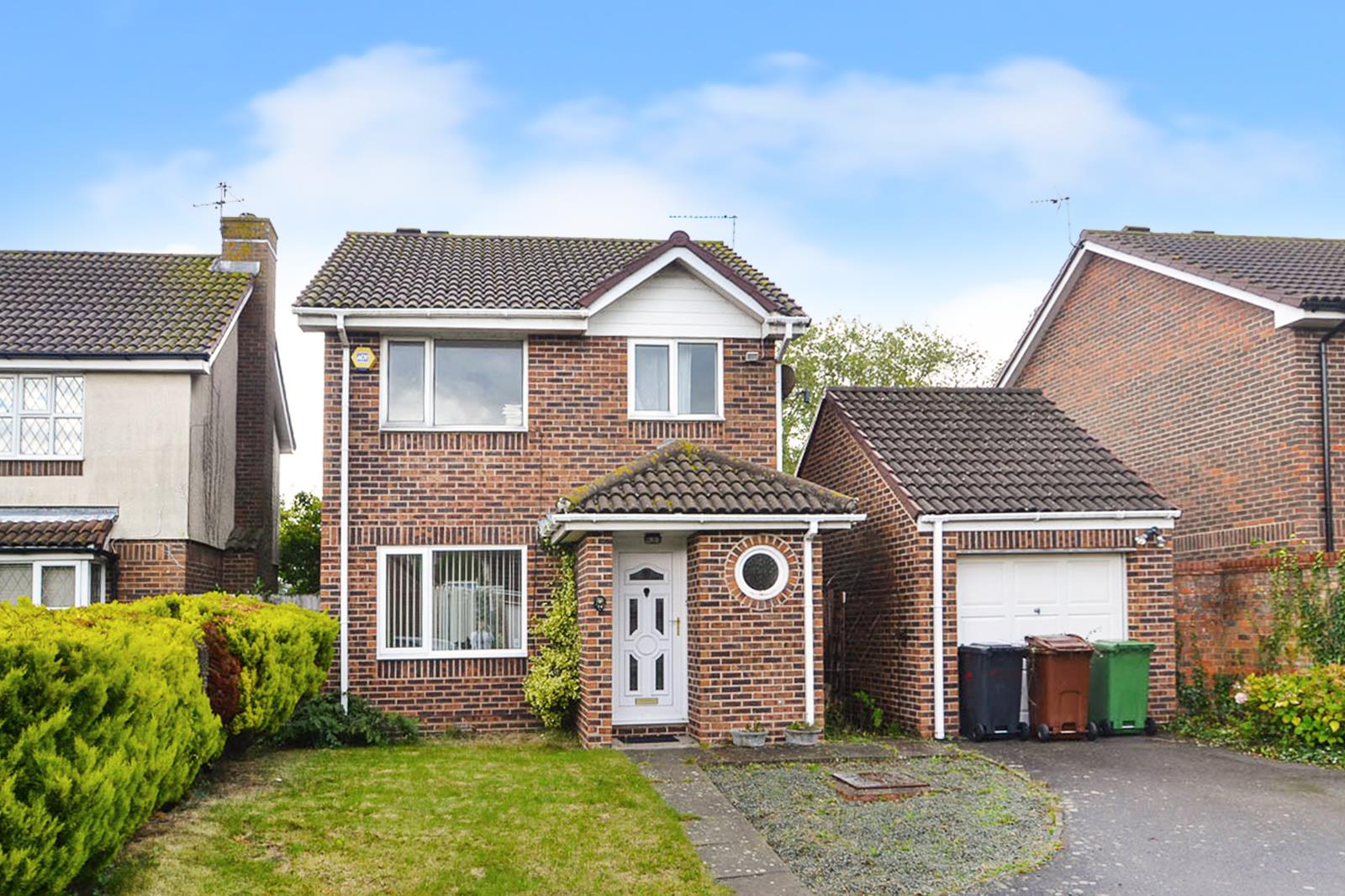 3 Bedrooms Detached House for sale in Hambleton Close, Eastbourne
